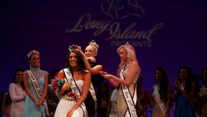 Michelle Medoff getting crowned Miss Long Island 2014