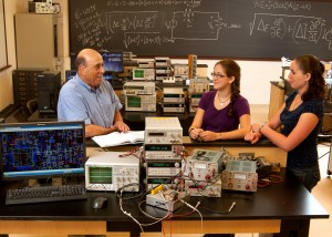 Dr. David Weissman with students in an engineering lab.