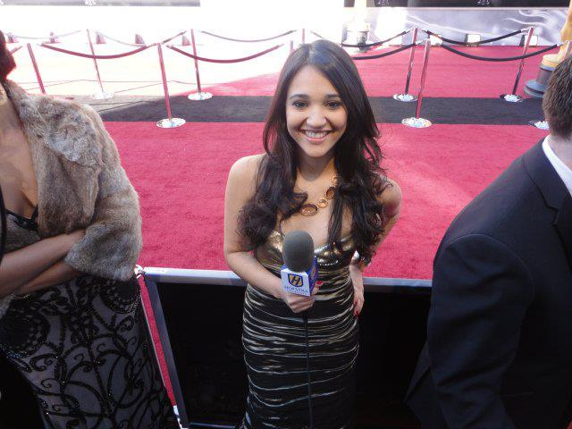 Luz Peña reporting as a Hofstra student at the Academy Awards.