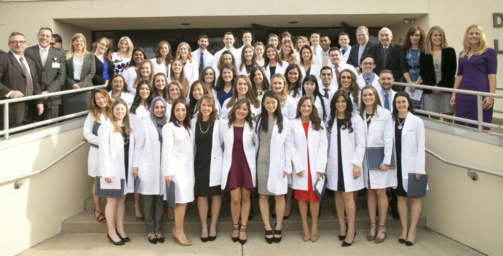 Hofstra Northwell PA students at their Dec. 2016 white coat ceremony / Jonathan Heisler